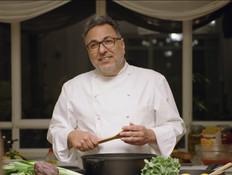 חיים כהן מגיע לבשל בבית (צילום: מתוך: ארץ נהדרת, קשת 12)