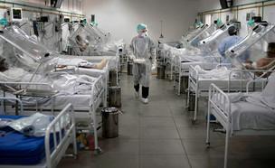 חולים במחלקת קורונה (צילום: faboi / Shutterstock.com)