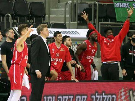(לילך וייס, מנהלת הליגה בכדורסל) (צילום: ספורט 5)