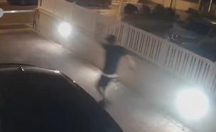 פיני טאו נמלט מזירת האירוע (צילום: פרטי)