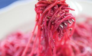 ספגטי סלק ועשבי תיבול (צילום: איתיאל ציון, יש מקום בעיר התחתית, הוצאת LunchBox)