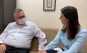 """ח""""כ דוד ביטן, לראשונה לאחר שחרורו מבית החולים (צילום: חדשות 12)"""