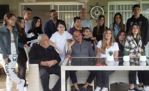 הכל נשאר במשפחה (צילום: חדשות 12)