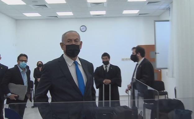 נתניהו באולם בית המשפט (צילום: קסטרו, החדשות 12)