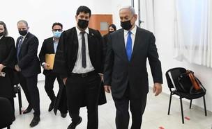 נתניהו באולם בית המשפט  (צילום: קסטרו, החדשות12)