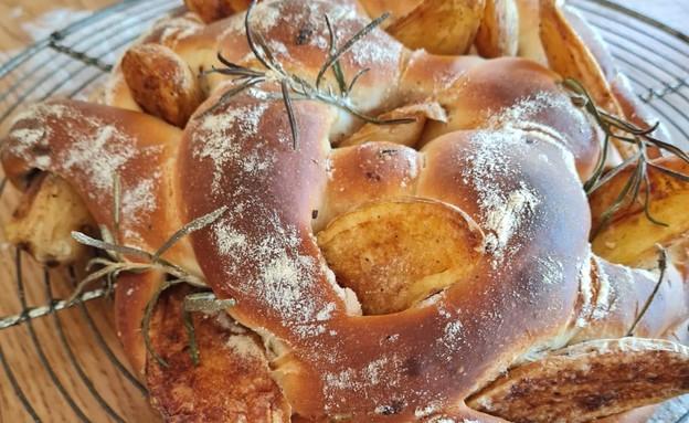 חלה עם תפוחי אדמה, בצל ורוזמרין – ישראל אהרוני (צילום: ישראל אהרוני)