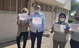 עובדי עיריית קריית שמונה בהזדהות עם המאבק באלימות כלפי נשים (צילום: באדיבות המצולמים)