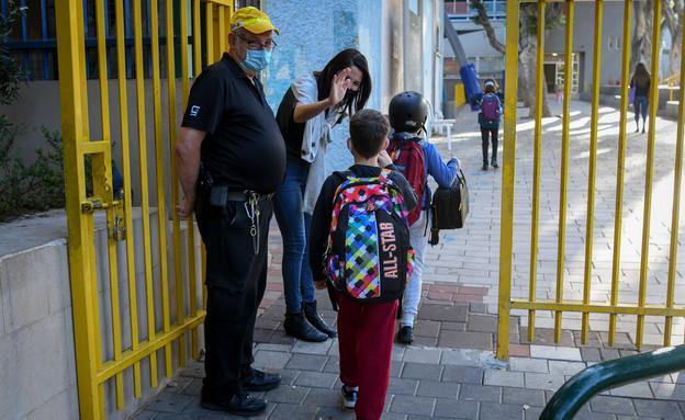 תלמידים חוזרים לבית הספר אחרי הסגר (צילום: אבשלום שושני, פלאש 90)