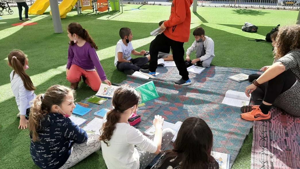 לימודים בפארק במודיעין (צילום: באדיבות דוברות עיריית מודיעין)