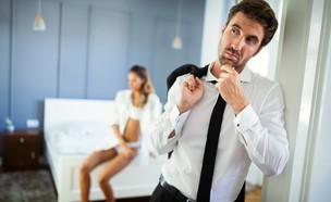 זוג מתווכח במיטה (אילוסטרציה: NDAB Creativity, shutterstock)