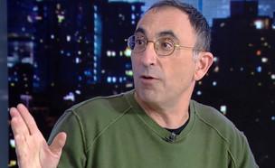 """ישראל קטורזה (צילום: מתוך """"זה לא אולפן שישי"""", קשת 12)"""