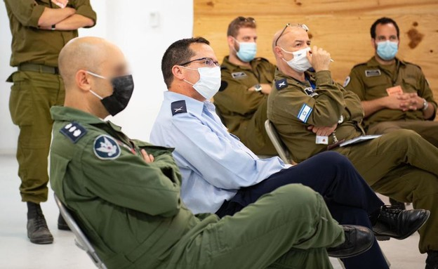 """תא""""ל רן כוכב ובכירי מערכת ההגנה האווירית בצה""""ל (צילום: דובר צה""""ל )"""