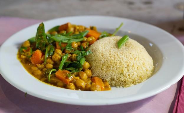 קוסקוס עם ירקות (צילום: daniela, unsplash)