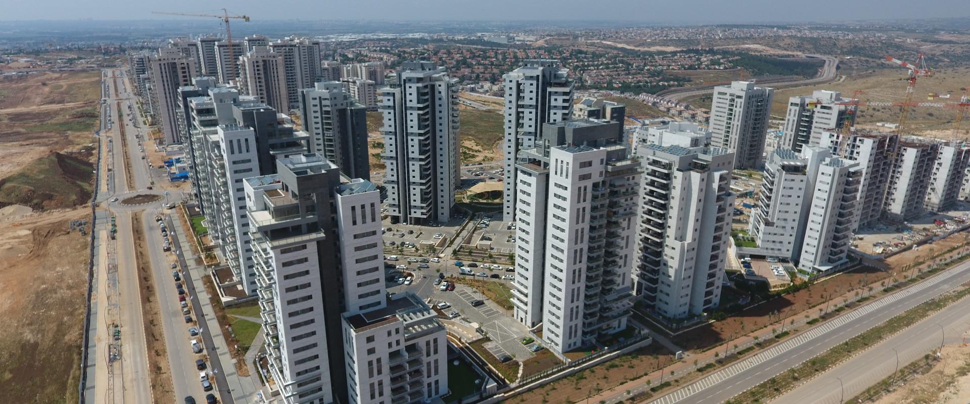 צילום אווירי של הקמת שכונת פסגות אפק בראש העין (צילום: Samion Buchas, shutterstock)
