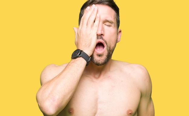 גבר מכסה את הפנים (צילום: Krakenimages.com, shutterstock)