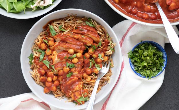 """חזה עוף ברוטב עגבניות וחומוס (צילום: עידית נרקיס כ""""ץ, אוכל טוב)"""