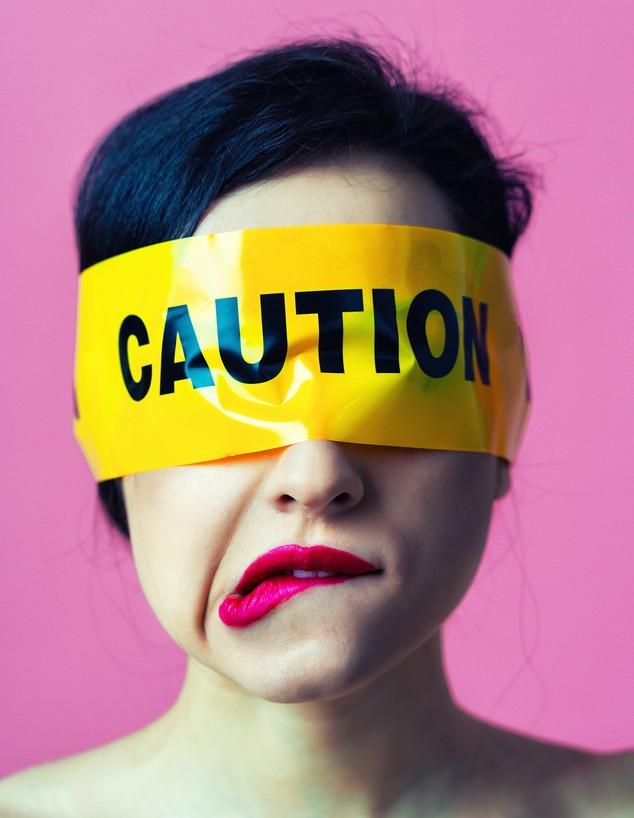 כיסוי עיניים (צילום: oneinchpunch, Shutterstock)