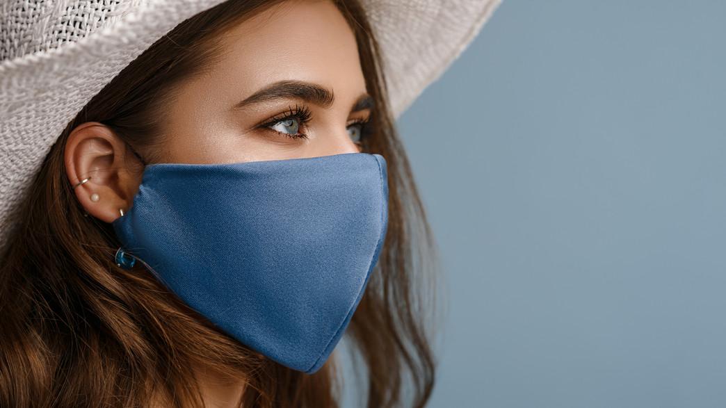 אישה עם מסכה (צילום: Victoria Chudinova, shutterstock)