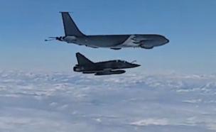 תיעוד התקרית בין מטוס הסוחוי והתדלוק (צילום: mil.ru, YouTube)