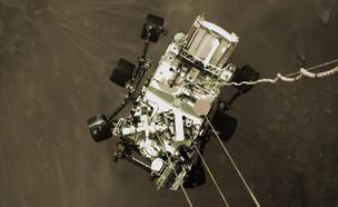 """רכב החלל """"התמדה"""" בסלפי לפני הנחיתה על מאדים (צילום: AP)"""
