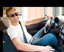 נהיגה ברכב חשמלי (צילום: Dmytro Zinkevych, Shutterstock)
