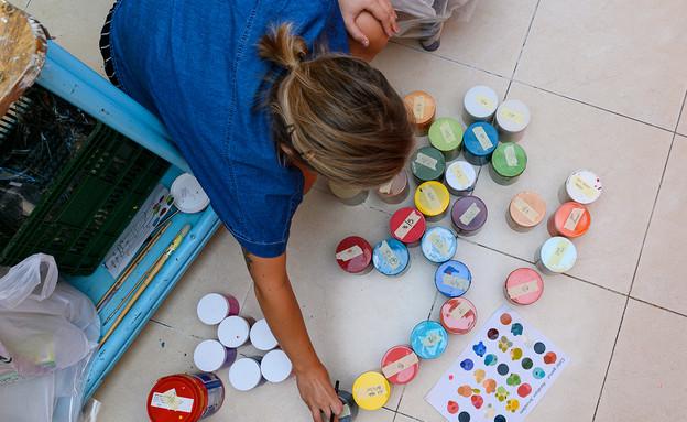ציורי קיר ולנטינה, ולנטינה מציירת בהוסטל בירושלים - 2 (צילום: אביב טישלר)