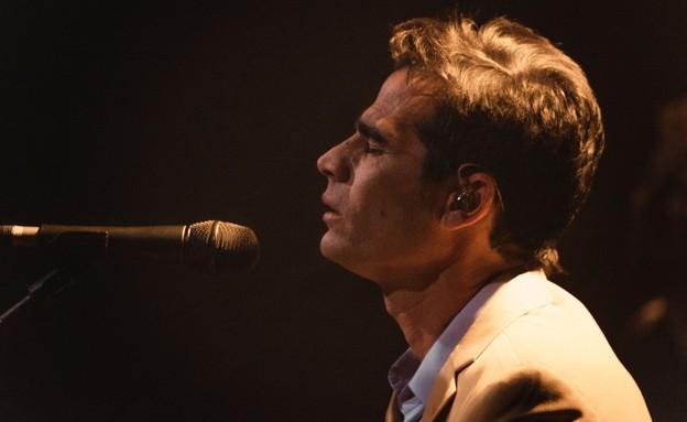 גפן בהופעה בזאפה הרצליה (צילום: אלון לוין)