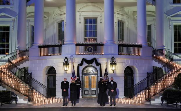"""טקס הנרות לזכר חצי מיליון קורבנות הקורונה בארה""""ב (צילום: רויטרס)"""