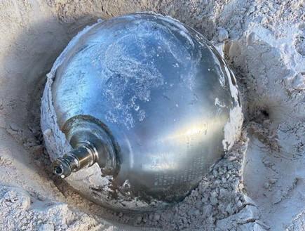 """תעלומה באיי הבהאמה: מאיפה הגיע לחוף כדור טיטניום במשקל 41 ק""""ג?"""