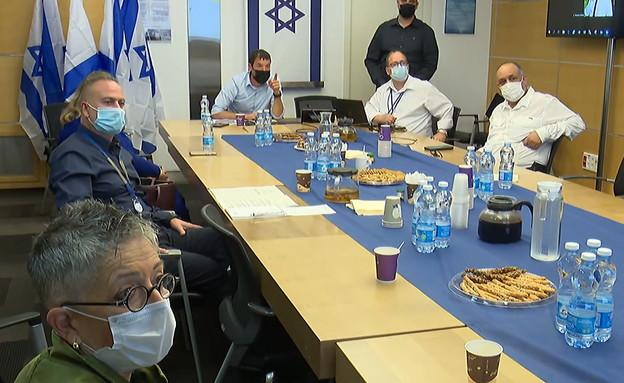 ועדת החריגים שמאשרת כניסות ויציאות לישראל (צילום: החדשות 12)
