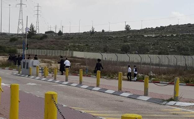 חרדים בדרכם לירושלים , מחסום, משטרה, פורים (צילום: משה ראובן מירקין, TPS)