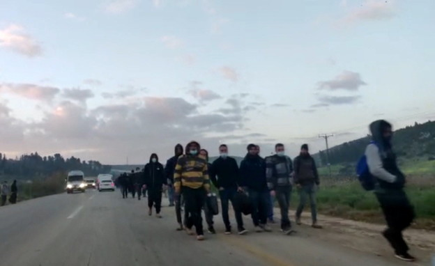 """עשרות שב""""חים נכנסים לישראל באזור מעבר תרקומיא"""