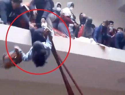 טרגדיה בקמפוס: 7 סטודנטים צנחו אל מותם במהלך אספת תלמידים