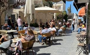 חזרה לשיגרה, קפה בצלאל בירושלים, קורונה (צילום: החדשות 12)