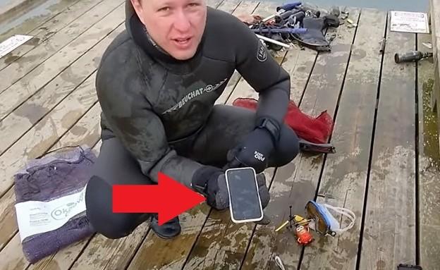 צוללן מצא אייפון 11 בקרקעית הנהר (צילום: Aquatic Monkey/youtube)