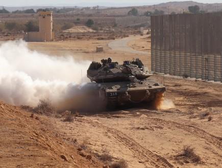 """טנק בגבול עזה (צילום: שי לוי, מערכת פז""""ם)"""