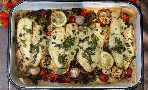 דג אמנון צלוי בתנור עם ירקות אביביים  (צילום: בת חן דיאמנט)