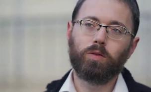 """העיתונאי החרדי שמשלם מחיר כבד (צילום: מתוך """"חשיפה"""", קשת 12)"""