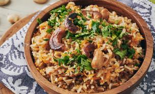 אורז בחלב קוקוס עם ירקות וקשיו (צילום: בבושקה הפקות)