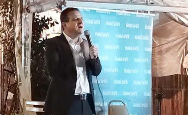 איימן עודה באירוע בחירות בתל אביב (צילום: תומר אלדובי)