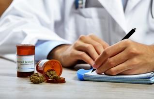 4  -מרשם מריחואנה רפואית (צילום: shutterstock)