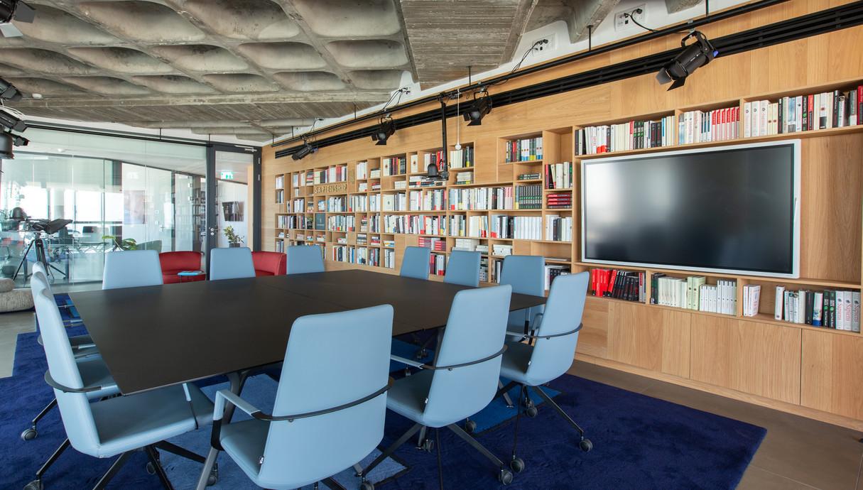 המשרד של יובל נח הררי - 8