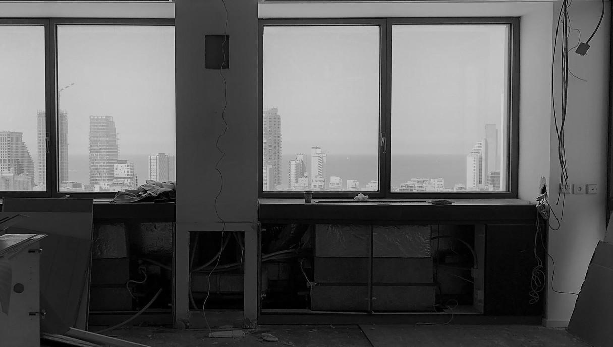 המשרד של יובל נח הררי, פירוק מזגנים ופתיחת חלונות