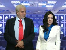 ניקול ראידמן במטה הבחירות של ישראל ביתנו (צילום: מתוך: ארץ נהדרת, קשת 12)