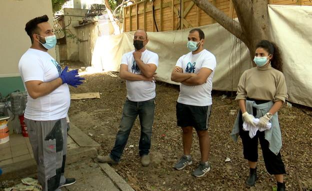 מבצעי שיפוץ בתים לקשישים (צילום: חדשות 12)