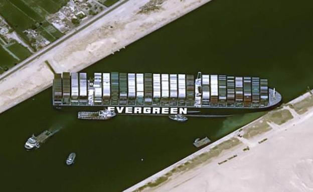 הספינה שתקועה בתעלת סואץ (צילום: CNN)
