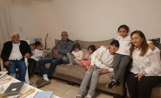 משפחת טובי חוגגת את החג ביחד