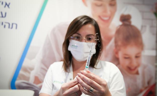 מרכז חיסונים נגד קורונה בצפת (צילום: דוד כהן, פלאש 90)