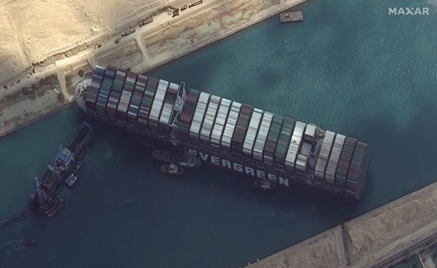 ספינת הענק אבר גיבן תקועה בתעלת סואץ (צילום: רויטרס, שי פרנקו,רויטרס)