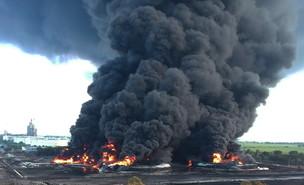 שריפה בבית זיקוק הנפט של אינדונזיה (צילום: רויטרס)